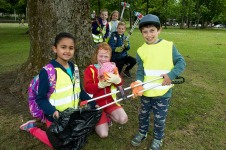 21/06/18 Aberdeen annual Glitter pick that has a 24 hour litter collection across the city. Mile -End primary school pupils L-R Aakriti Bhatta, (8YO), Maggie Brown (7YO), Ryan Mason (7YO) with L-R watching Charlotte Andersen, (8), Penny Patton (8) and Elliot Anderson.